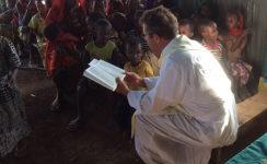 """Oraciones por los misioneros """"que se exponen continuamente para servir a los demás"""""""