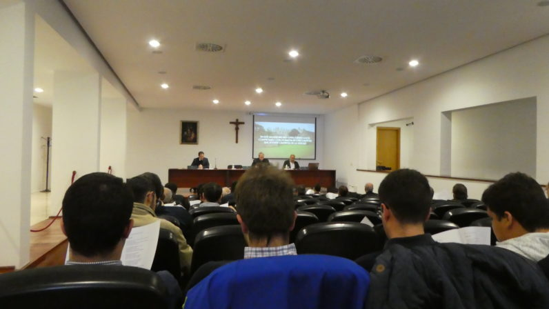 Monseñor Asenjo anima al Clero de Sevilla a que profundice en su formación teológica