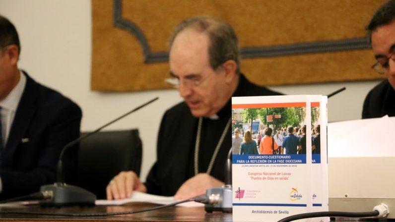 Monseñor Asenjo invita a los sevillanos a participar en el Congreso Nacional de Laicos