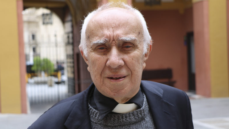"""Entrevista a José Robles, sacerdote: """"Siempre se es sacerdote, aquí no se viene a otra cosa"""""""