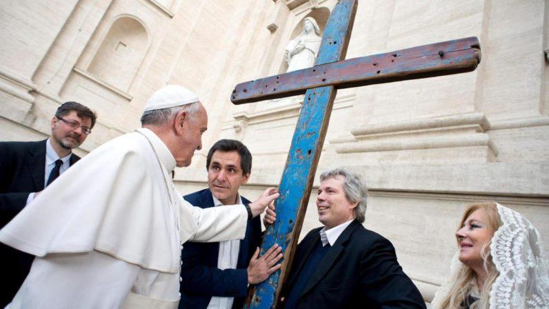Sevilla acoge la Cruz de Lampedusa
