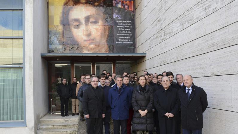 El Arzobispo inaugura el nuevo mural de 'La Colosal' de Murillo en el Seminario