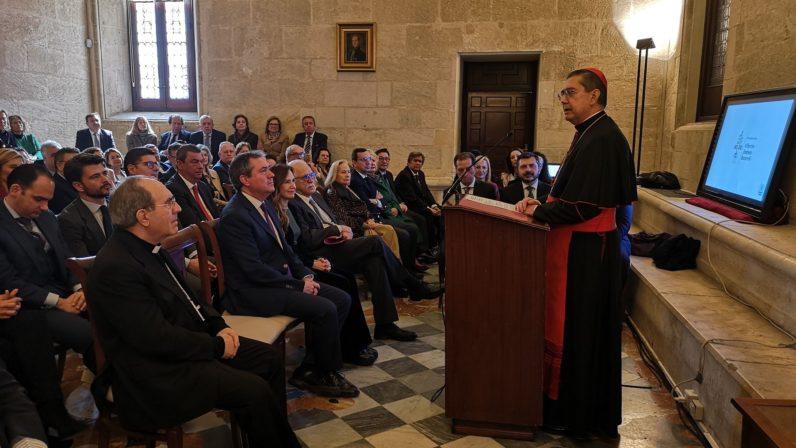 El Cardenal Ayuso recibe el VI Premio contra el Terrorismo y la Violencia
