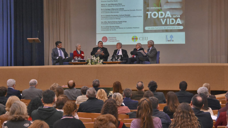 Los cuidados paliativos protagonizan la clausura de las XIII Jornadas Católicos y Vida Pública en Sevilla