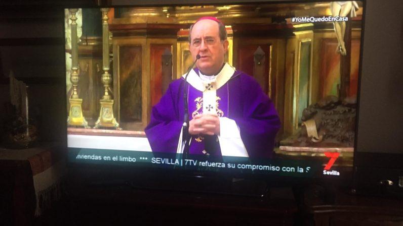 Seguimiento masivo de la Santa Misa a través de televisión e internet