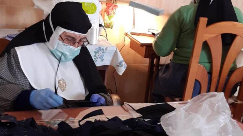 Las monjas de clausura apoyan la lucha contra el coronavirus con la elaboración de mascarillas y una intensa cadena de oración