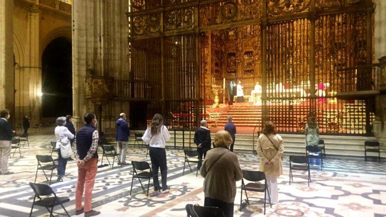 Los fieles regresan a unos templos que han adecuado su funcionamiento a las nuevas medidas de seguridad