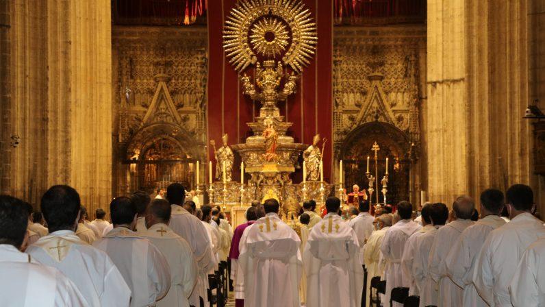 El clero sevillano renovó sus promesas sacerdotales durante la Misa Crismal