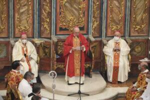 Toma de posesión, Monseñor Santiago