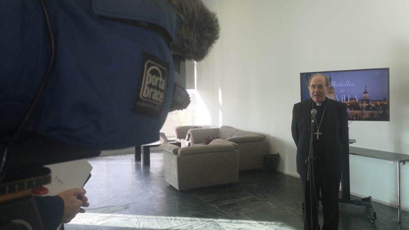 Ecos en la prensa del nombramiento de monseñor Asenjo como Hijo adoptivo de Sevilla
