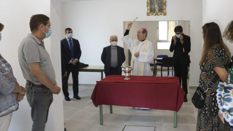 Monseñor Asenjo bendice las nuevas instalaciones del colegio diocesano de San Bernardo