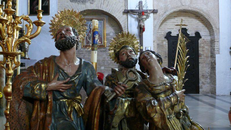 Grupo de santos a los pies de la Reina de Todos los Santos, Parroquia de Omnium Sanctorum, Sevilla.