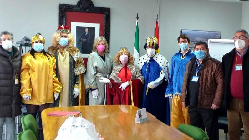Los Reyes Magos reparten sus regalos entre los internos de los centros penitenciarios de Sevilla a pesar de las dificultades
