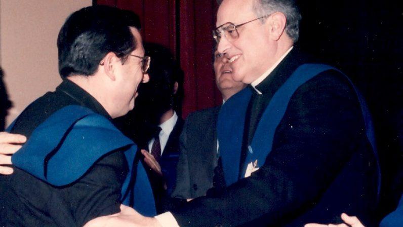 Un joven Juan del Río con Carlos Amigo