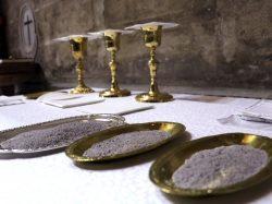 Imposición de la ceniza en la Catedral de Sevilla