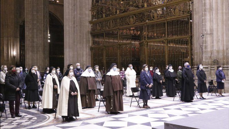 """Monseñor Asenjo: """"Agradezco la generosidad de los consagrados que enriquece nuestra vida diocesana"""""""