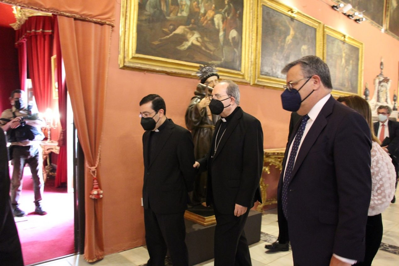 Entrega de la medalla Pro Ecclesia Hispalense a Faustino Valdés