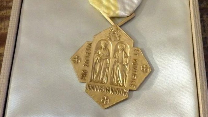 Tres laicos sevillanos recibirán la Medalla Pro Ecclesia et Pontifice el próximo viernes
