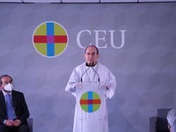 Mons. Asenjo bendice el módulo de Bachillerato del Colegio CEU San Pablo Sevilla