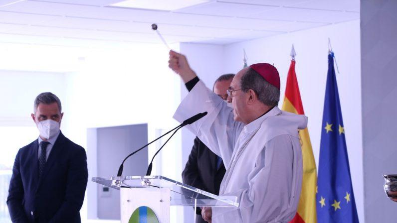 Mons. Asenjo bendice las nuevas instalaciones del Colegio CEU San Pablo Sevilla
