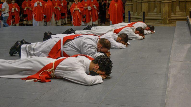 La Iglesia en Sevilla cuenta con cinco nuevos sacerdotes