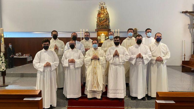 Admisión a órdenes de ocho seminaristas