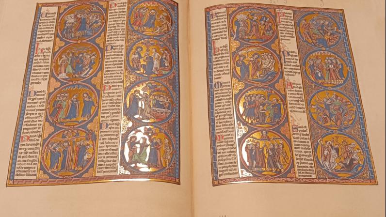 Mons. Asenjo dona una edición facsímil de la Biblia de San Luis a la Catedral de Sevilla
