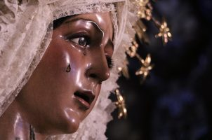 El arzobispo visita la basílica de la Esperanza Macarena