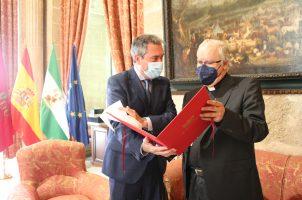 Mons. Saiz sostiene un encuentro con el alcalde de Sevilla