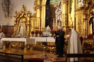 Visita de Monseñor Saiz Meneses a la Basílica del Gran Poder
