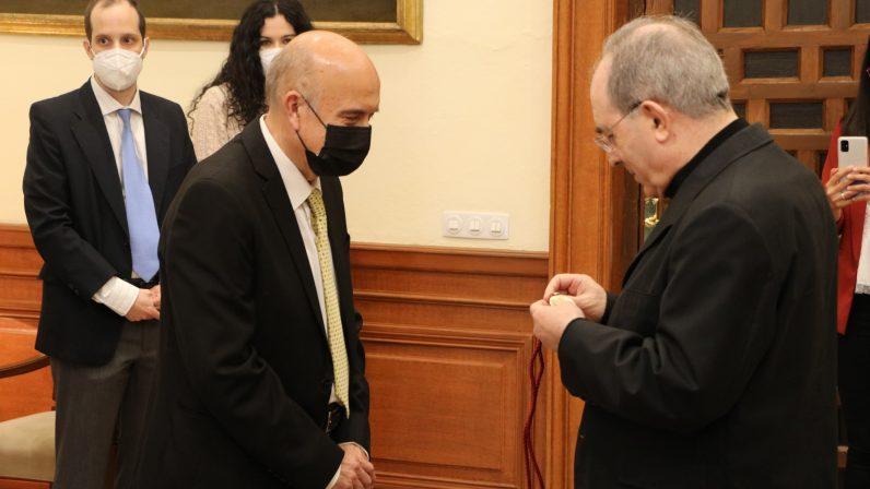 Medalla pro Ecclesia Hispalense para el diácono permanente, Andrés Cebrino
