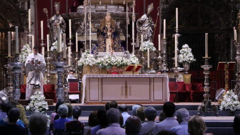 """Presidente de la Asociación Virgen de los Reyes y San Fernando: """"Quisiera felicitar a todos los sevillanos, por la afluencia, el cariño y la devoción"""""""