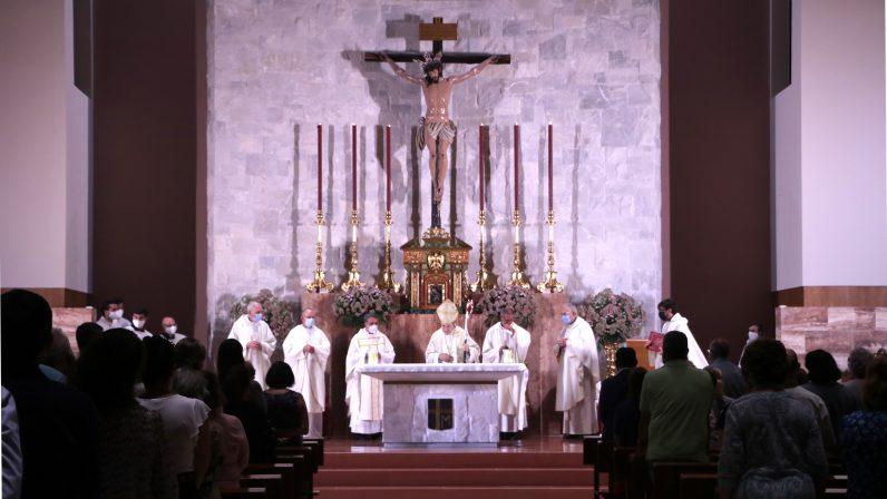 Mons. Asenjo presidió la Eucaristía por el I aniversario de la consagración del templo parroquial de San Juan Pablo II
