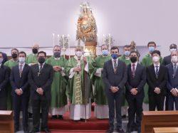 Mons. Saiz impone la cruz a los nuevos seminaristas del curso 2021-22