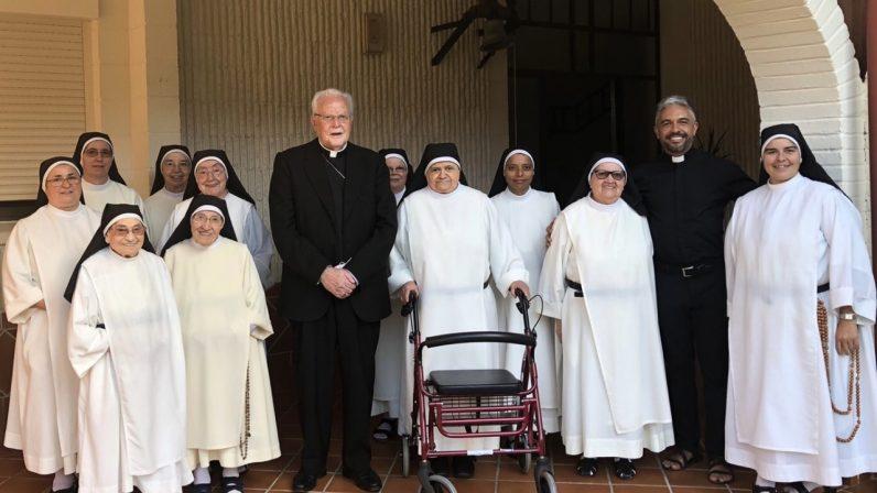 El cardenal Carlos Amigo visita el Monasterio de Santa María La Real, de Bormujos