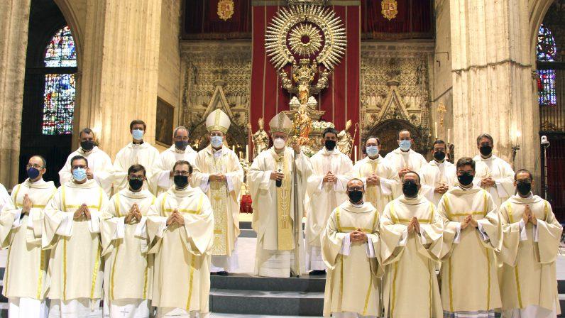 La Archidiócesis de Sevilla se congratula por las ordenaciones de un presbítero y ocho diáconos