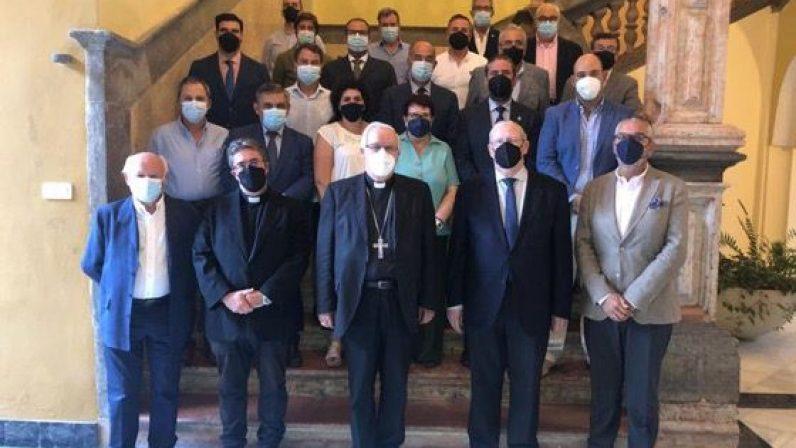 Mons. Saiz invita a los cofrades a ser responsables y cumplir las indicaciones de las autoridades sanitarias